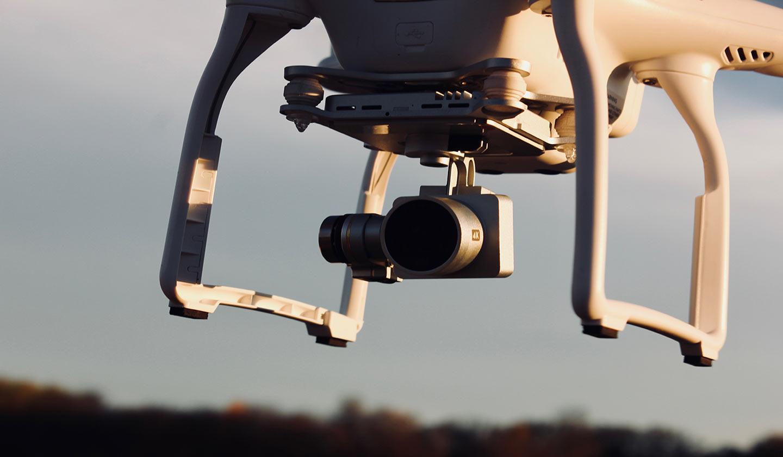 Aprovada lei que obriga os drones com mais de 900 gramas a ter seguro