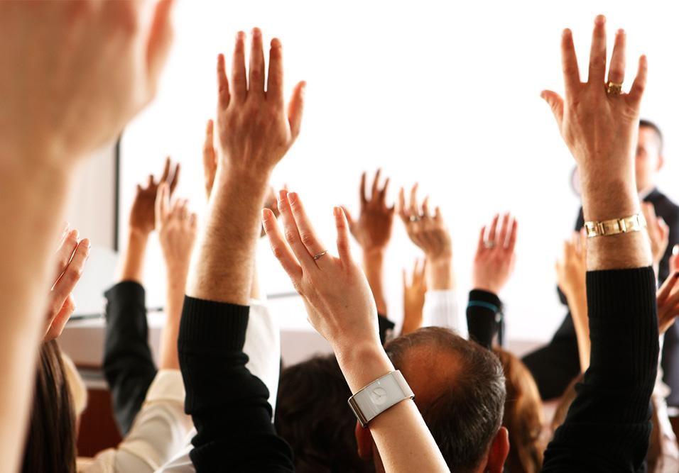 Quais os assuntos que devem sempre ser abordados na assembleia anual sobre seguros?